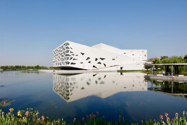 Iceberg-like opera house opens in China